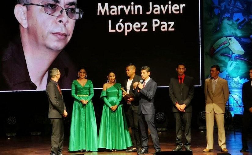 AHLE-Direktor Marvin Lopéz erhält Auszeichnung Premios Identidad 2019