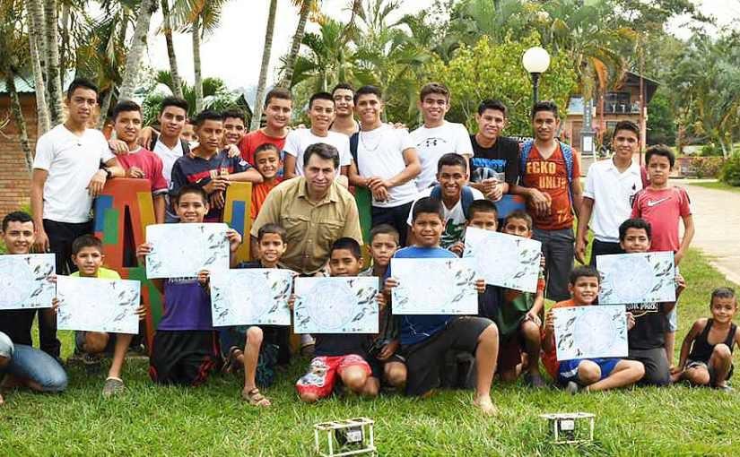 Wilmer Fernandez hält Vortrag über den Vogelschutz