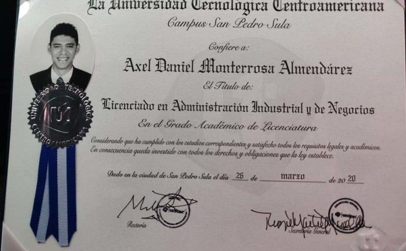 Universitätsstudent Axel hat es geschafft – Bachelor in BWL