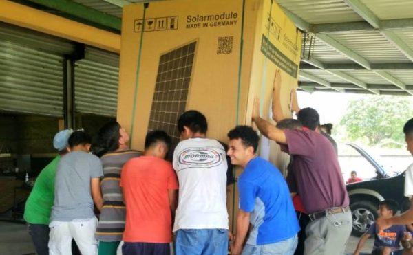 Ankunft Solarpanels in Honduras
