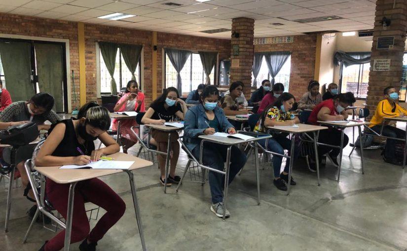 Alltag in AHLE: der Englischunterricht geht auch für unsere Mädchen weiter!